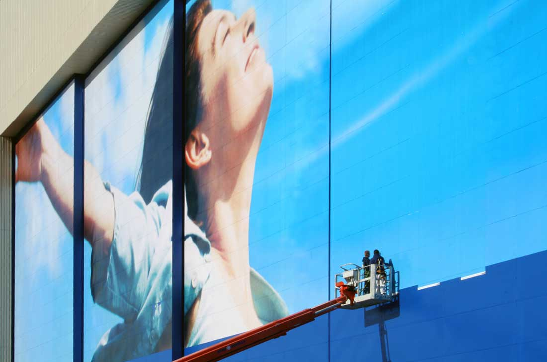 SuperGraphics Boeing Guinness World Record for largest graphic print and install